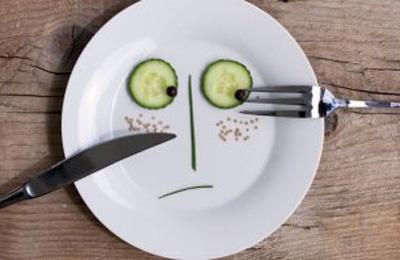 با مصرف این غذاها، عینکی نمی شوید