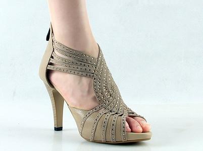 5 دلیل برای نپوشیدن کفش پاشنه بلند