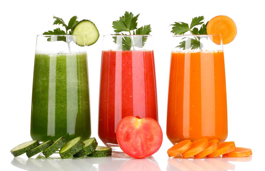 ۵ فایدهی نوشیدن آب سبزیجات