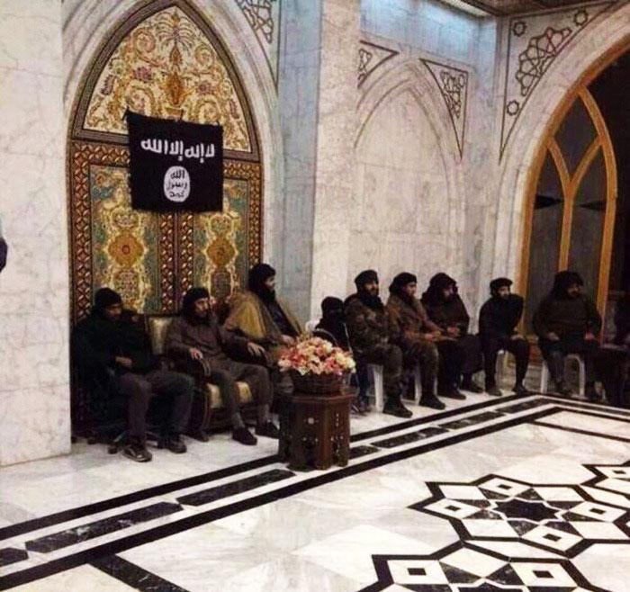 رهبر داعش بعد از حمله جنگنده ها به سوریه فرار کرد !