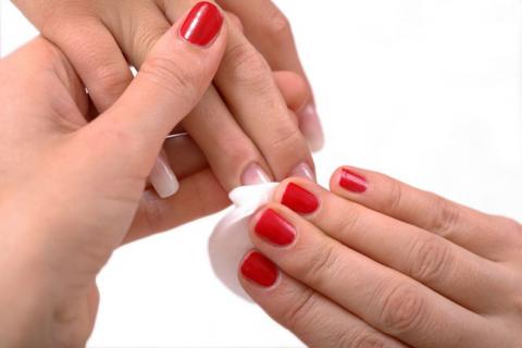 برطرف کردن لک و زردی ناخن پس از پاک کردن لاک