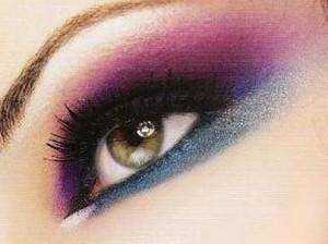 ۷ مورد از راهنمایی های کاربردی و رنگ های آرایشی مخصوص خانم های تیره پوست